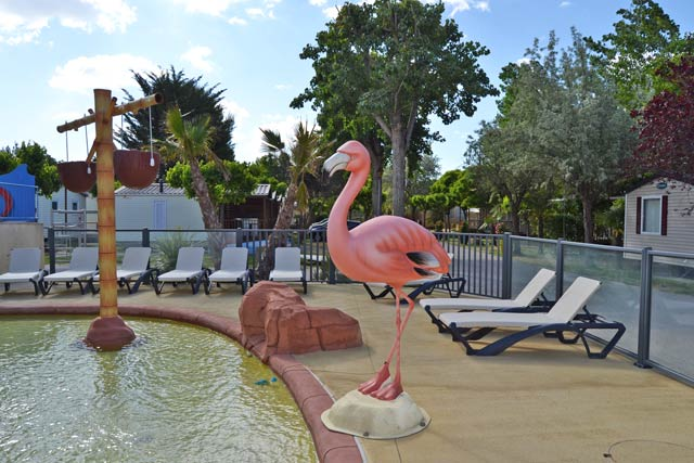 A flamingo as a symbol to the campsite with water park Palavas (...)