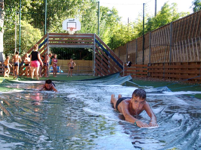Games slip are available to campers at the Oasis Palavasienne in Lattes (...)