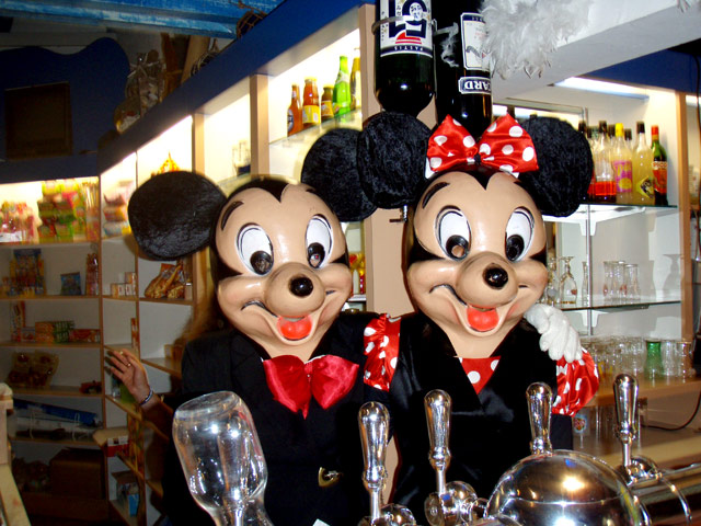 Mickey and Minie are two mascots for children Palavasienne Oasis camping (...)