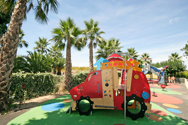camping in the near Montpellier Hérault beachfront with playground for (...)