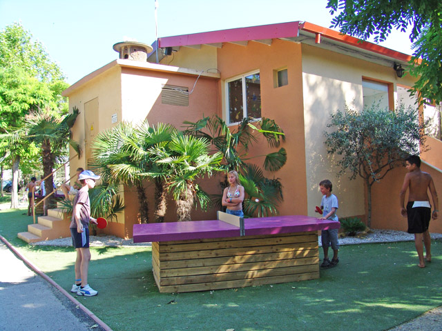 Ping pongs available for children at the campsite in Hérault Palavas near (...)