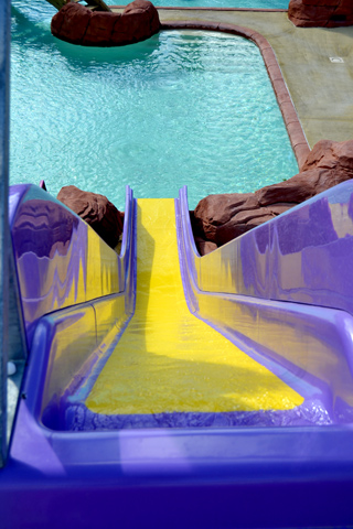 A dizzying slide in the water park camping in the 34 Lattes near (...)