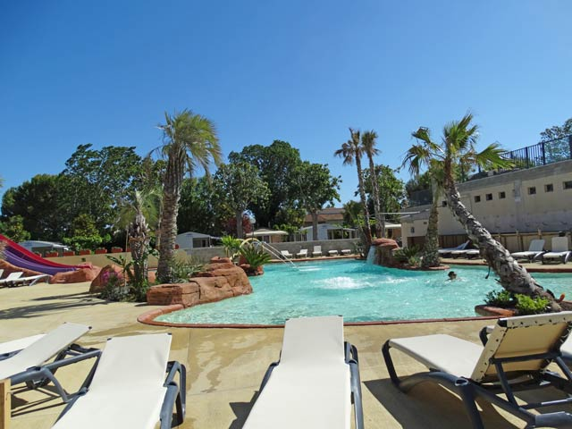 Camping Oasis Palavasienne Lattes in Herault, pool with sun loungers and (...)