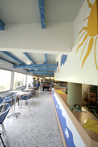 Camping near the Mediterranean Sea in the bar-restaurant with (...)